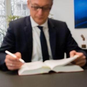 Wie lang darf eine Kündigungsfrist sein? MWS Arbeitsrecht Hamburg